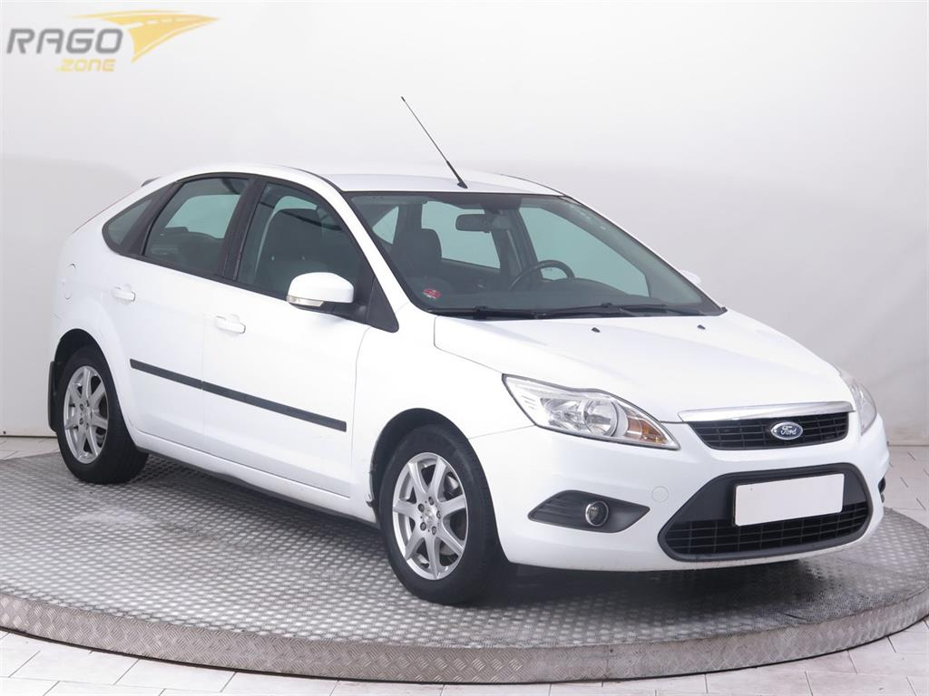 Ford Focus 1.6 16V Hatchback, rok 2011